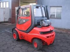 wózek widłowy linde od tyłu model h25t